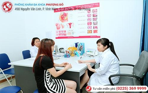 Bác sĩ chuyên khoa giỏi tại Phượng Đỏ trực tiếp điều trị bệnh