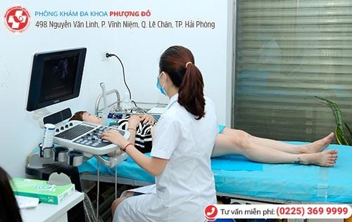 Bệnh nhân làm siêu âm, xét nghiệm khi khám phụ khoa