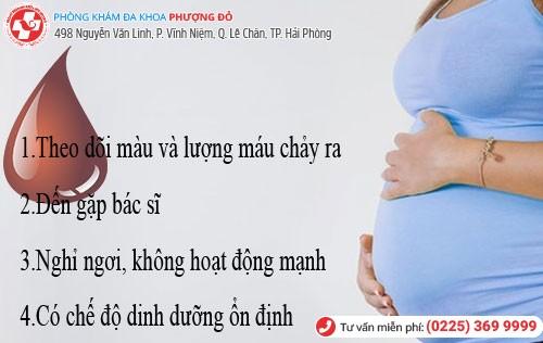 ra máu âm đạo khi mang thai