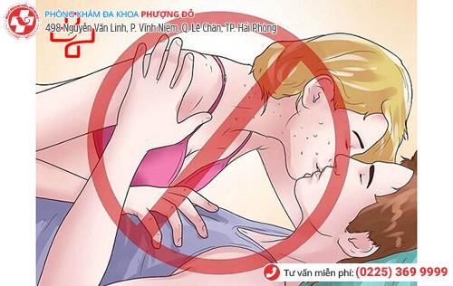 Quan hệ tình dục không an toàn, nguy cơ mắc mụn rộp lên đến 90%